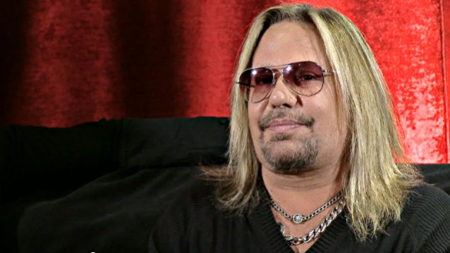 vince neil i pushed that woman but never pulled her hair. Black Bedroom Furniture Sets. Home Design Ideas